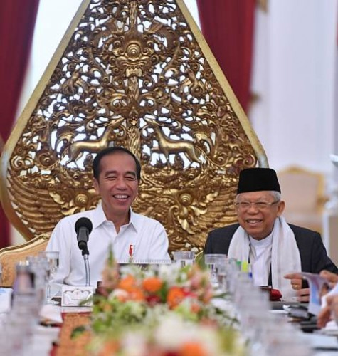 Presiden Joko Widodo didampingi Wakil Presiden Ma'ruf Amin memimpin sidang kabinet paripurna yang digelar di Istana Merdeka, Jakarta, Kamis, 24 Oktober 2019. Sidang ini merupakan sidang paripurna pertama Kabinet Indonesia Maju yang dilantik oleh Presiden