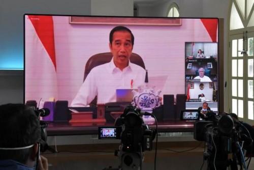 Presiden saat memberikan arahan pada Rapat Terbatas melalui Konferensi Video, Senin (6/4). (Foto: Humas/Ibrahim).