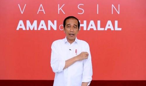 Presiden Jokowi menyampaikan kesannya usai divaksin, Rabu (13/01/2021), di Istana Merdeka, Jakarta. (Foto: Biro Pers Setpres)